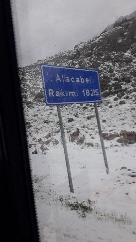 Antalya-Konya karayolunda Mayıs ayında ulaşıma kar engeli