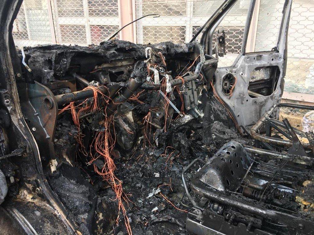 Araban'da seyir halindeki bir araç alev alev yandı