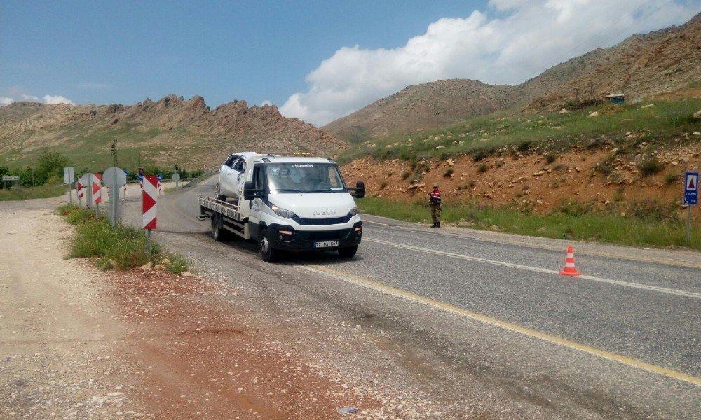 Hasankeyf'te otomobil takla attı: 1'i ağır 4 yaralı