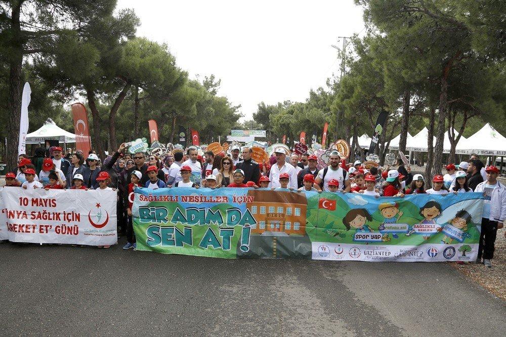 Binlerce öğrenci sağlıklı yaşam için yürüdü
