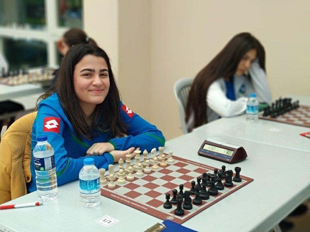 Büyükşehir'in satranççıları Bursa'yı temsil edecek