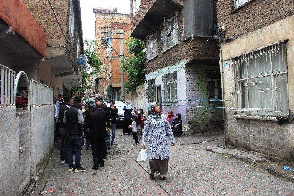 Tahliye edilen bina sakinlerinin endişeli bekleyişi sürüyor