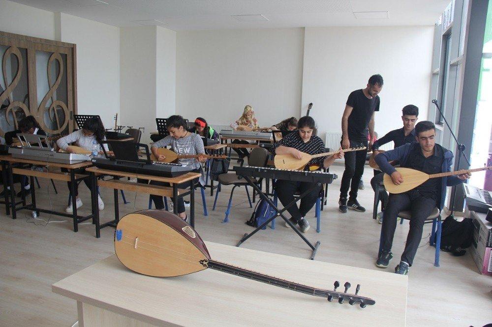 Kulp'ta enstrüman kurslarına yoğun ilgi