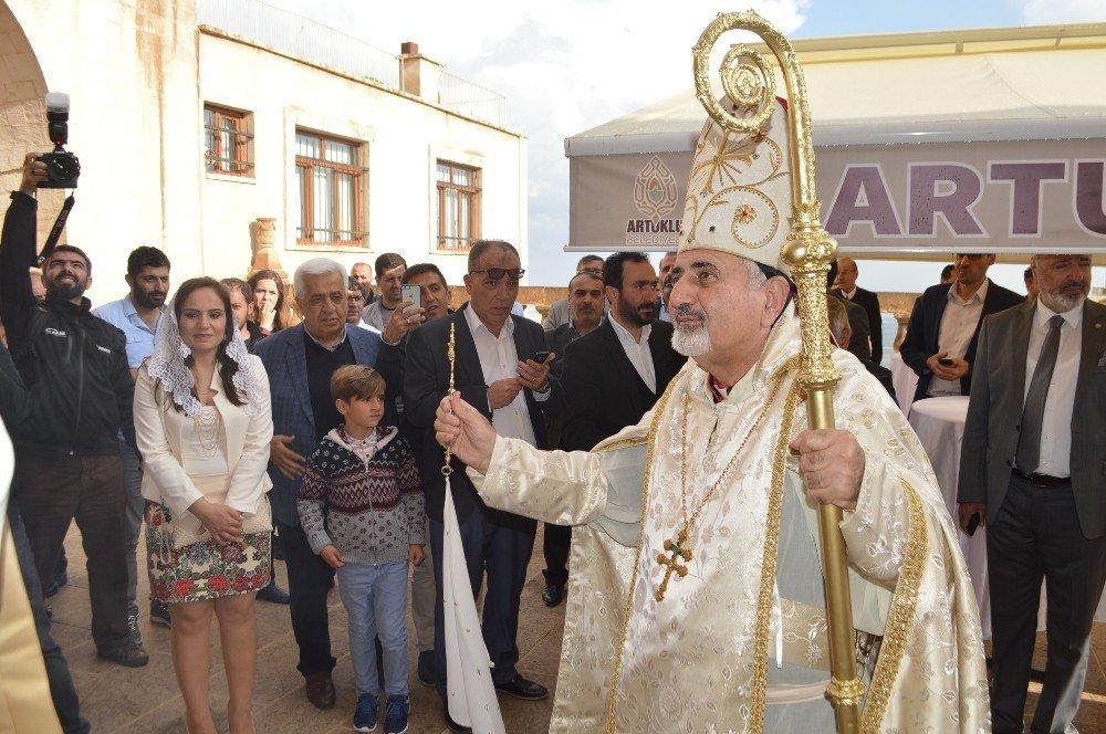 Meryem Ana Kilisesi ruhani liderlerin katılımı ile ibadete açıldı