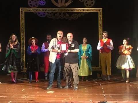 Efeler Belediye Tiyatrosu Menemen'de alkışlandı