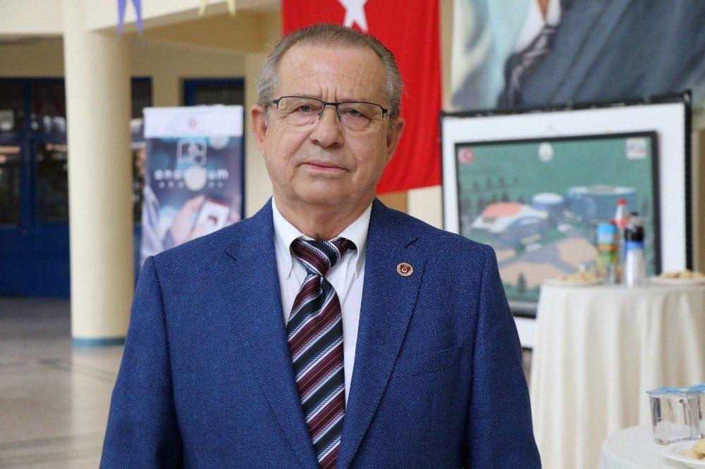30 yıllık hekim, Anadolu Üniversitesi Açıköğretim Fakültesi sayesinde dünya rekoru kırdı