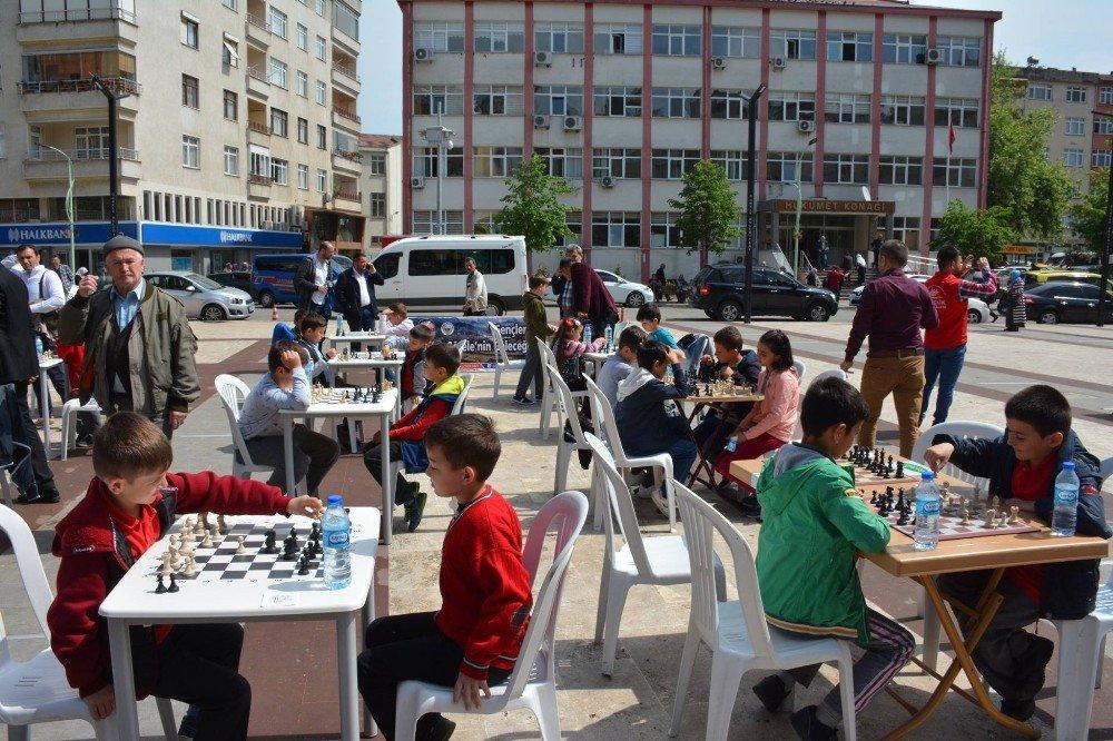 Belediyeden çocuklara satranç şenliği