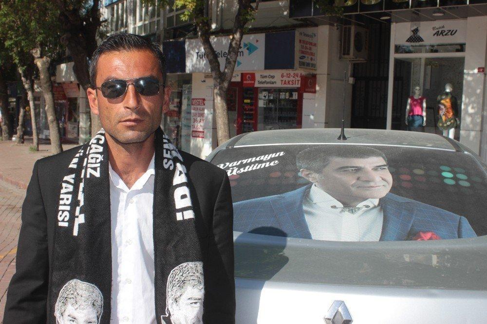 İbrahim Erkal hayranı vatandaş, sanatçının ölüm yıl dönümünde kır pidesi dağıttı