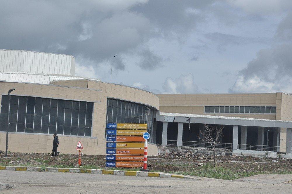 Kafkas Üniversitesi'nin Modern Kongre Merkezi yapımı tamamlandı