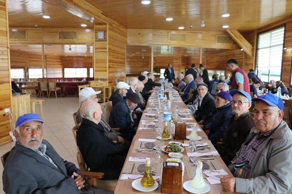 Huzurevi sakinleri Yenice'de Anneler Günü'nü kutladılar