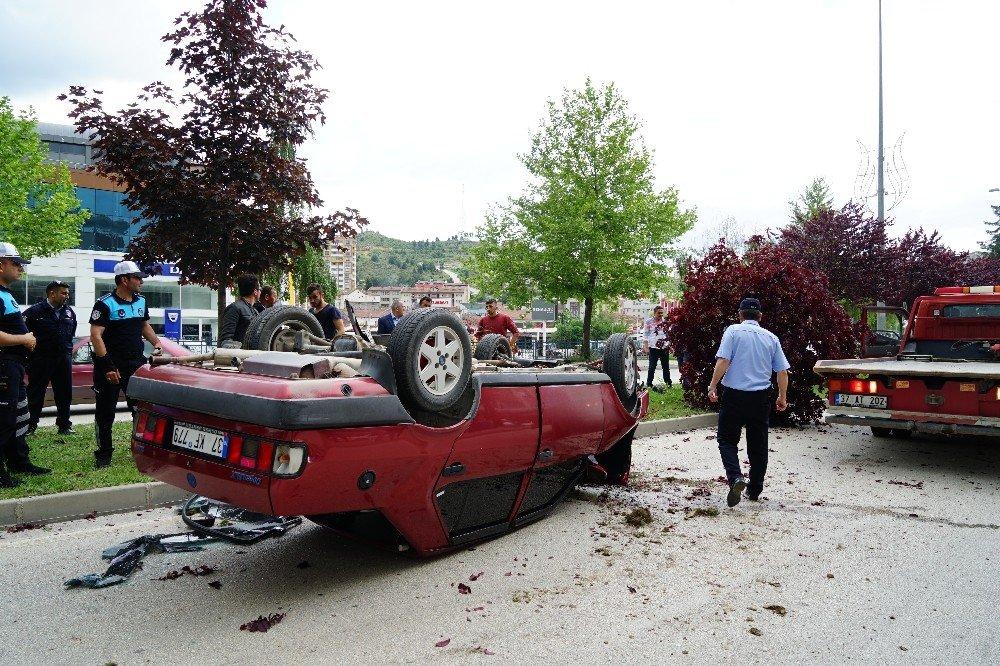Otomobil refüjde ağaçlara çarparak takla attı: 1 yaralı