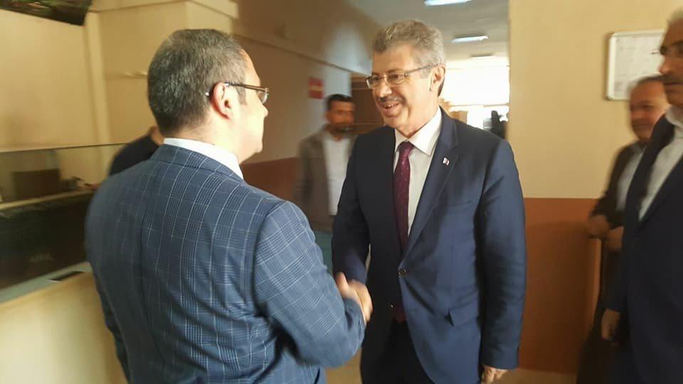 Başkan Akay, Turhal'da şeker pancarı eken çiftçi ile bir araya geldi