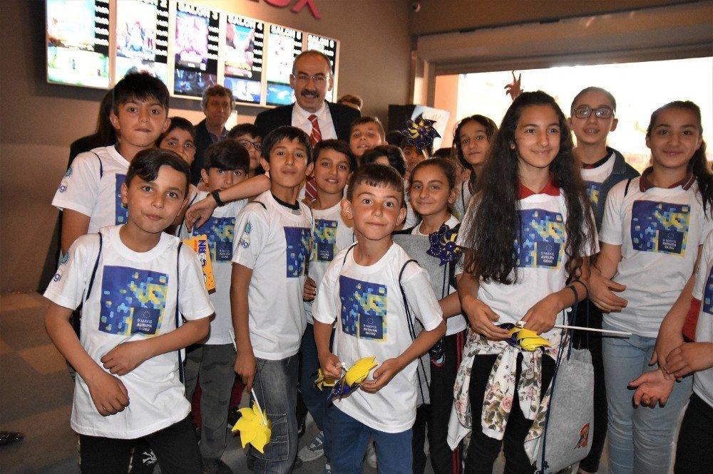 Çocuklar Avrupa Günü etkinliği kapsamında sinema filmi izledi