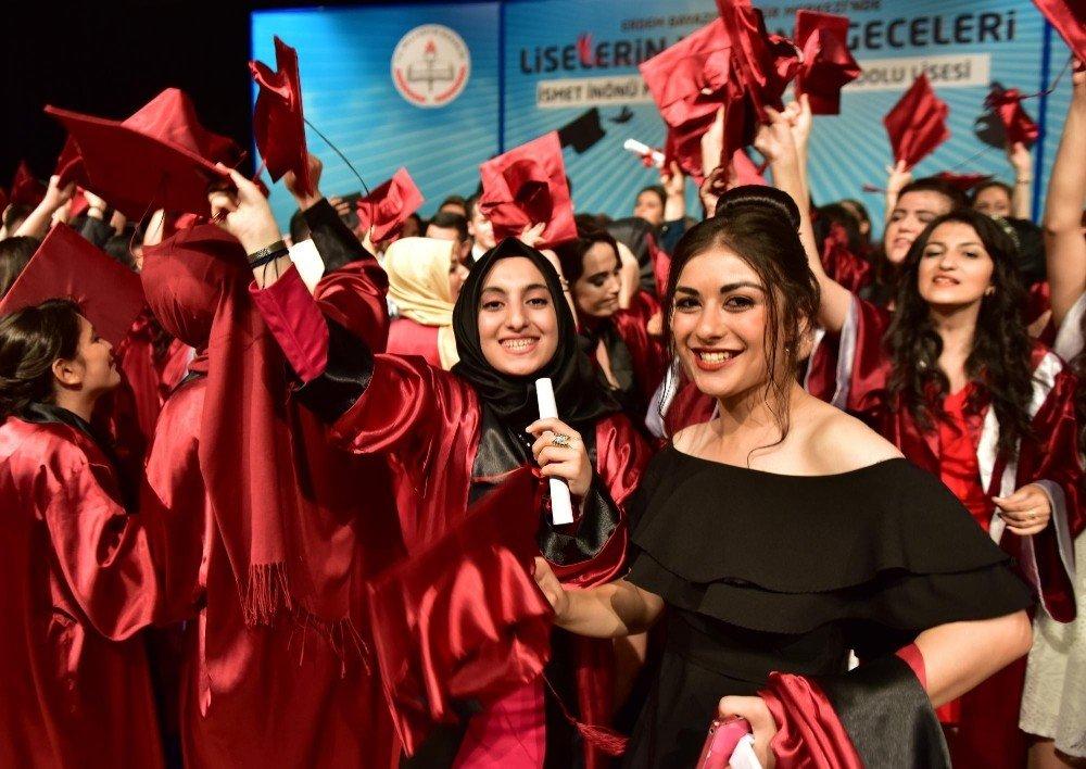 Kepez'de mezuniyet sevinci