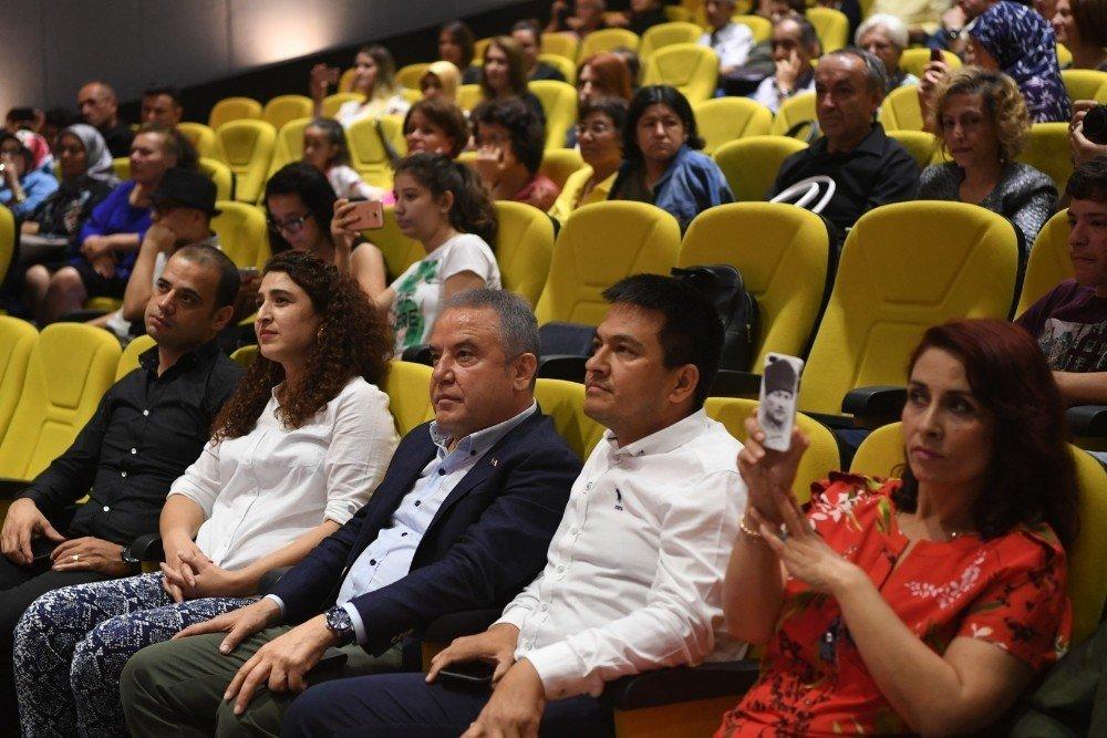 Konyaaltı Belediyesi Keman Orkestrası büyüledi