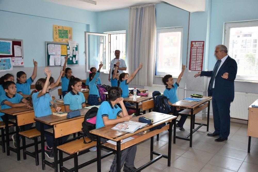 Şehit Savunmaz'ın adının verildiği okulda şehitlik köşesi oluşturuldu