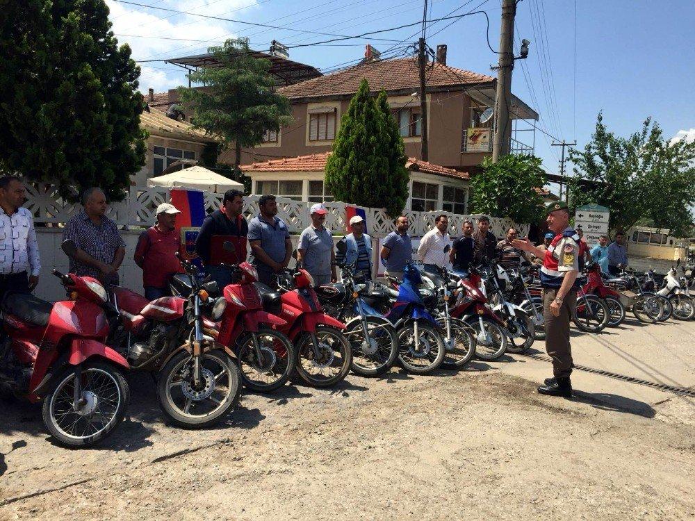 Jandarmadan motosiklet sürücülerine ceza yerine kask