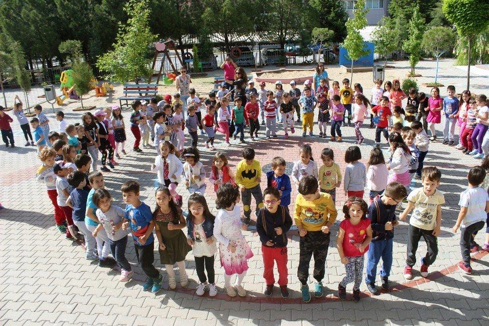 Muğla'daki 700 okulda öğrenciler derse spor yaparak girdi