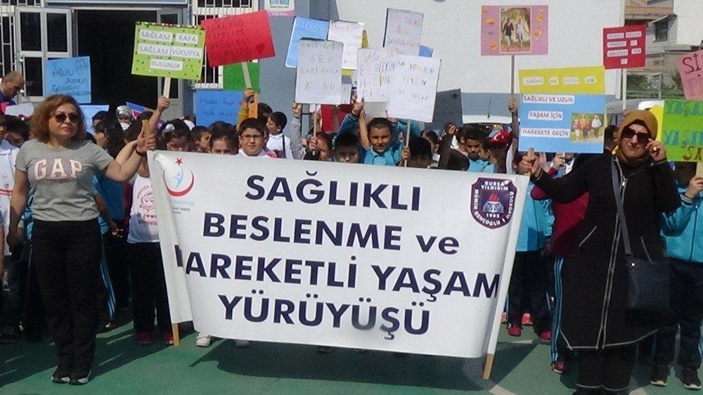 Öğrenciler sağlık için yürüdü