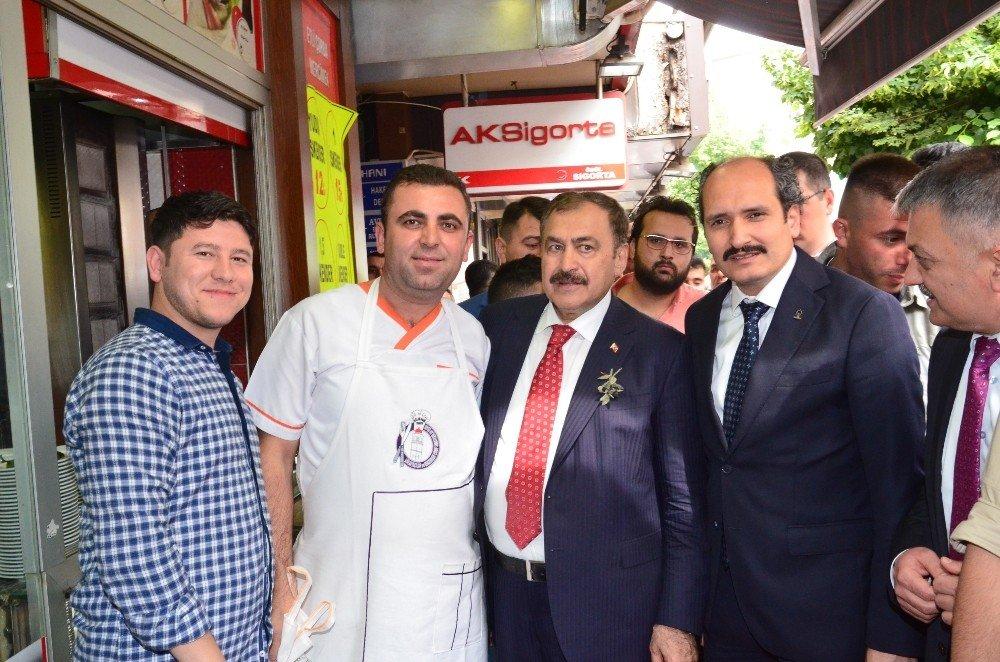 Bakan Eroğlu AK Parti Balıkesir il teşkilatı ile buluştu