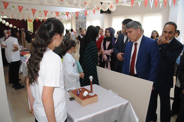 Turgut Özal Ortaokulu'nda TÜBİTAK 4006 Bilim Fuarı