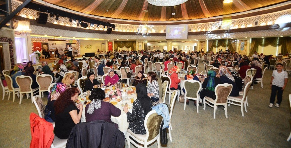 Başkan Çetin, şehit ve gazi annelerini kahvaltıda ağırladı