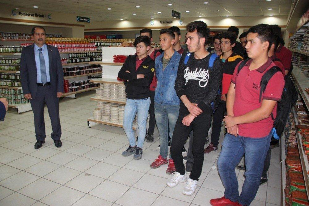 Öğrenciler Gıda Bankası'nı gezdi