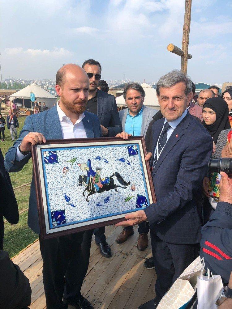 Başkan Özkan'dan Bilal Erdoğan'a tablo