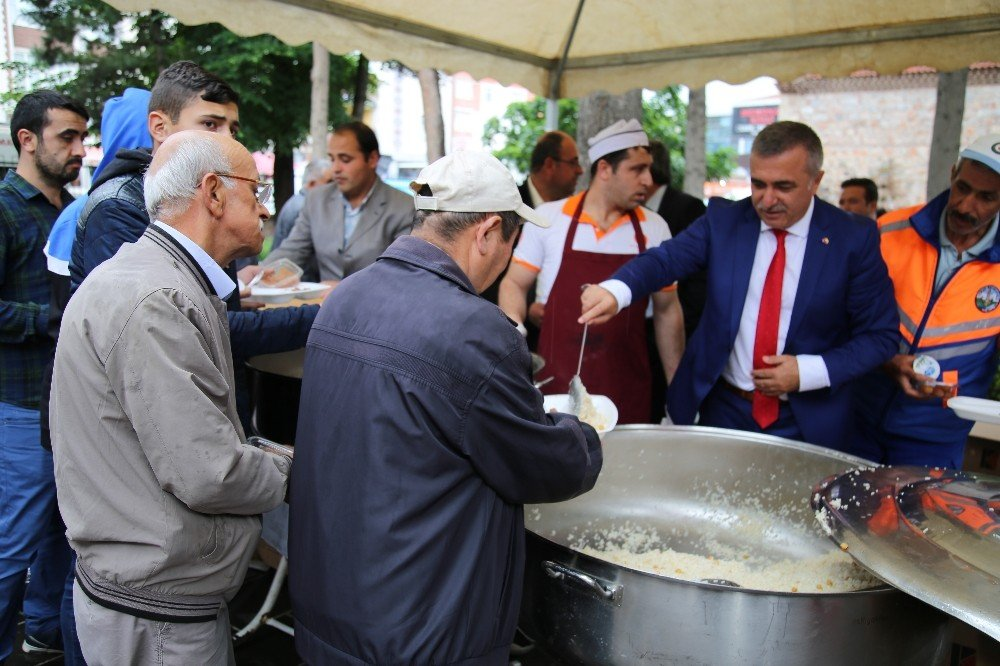 Tokat'ta 2 bin kişiye vakıf yemeği ikramı