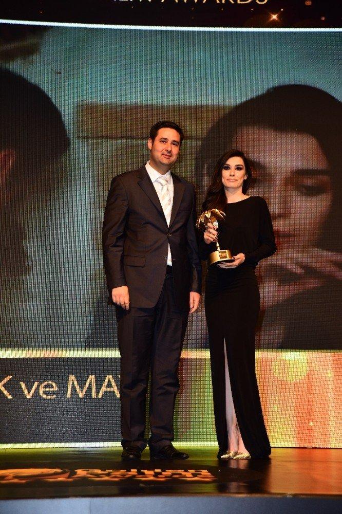 Başkan Gülenç'e 'Yılın Bürokratı' ödülü