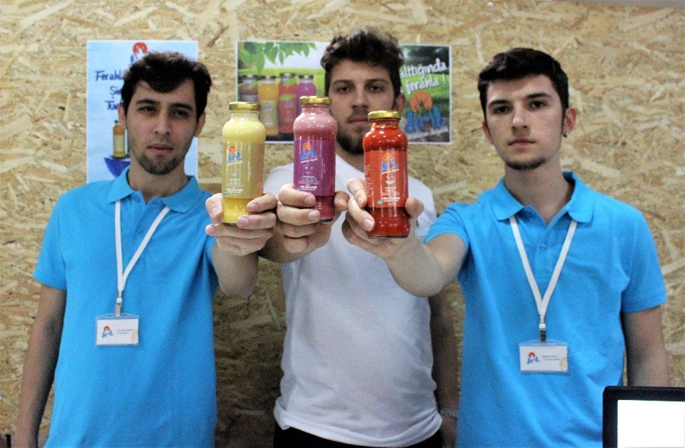 Üniversiteli öğrenciler yoğurtlu meyve suyu üretti