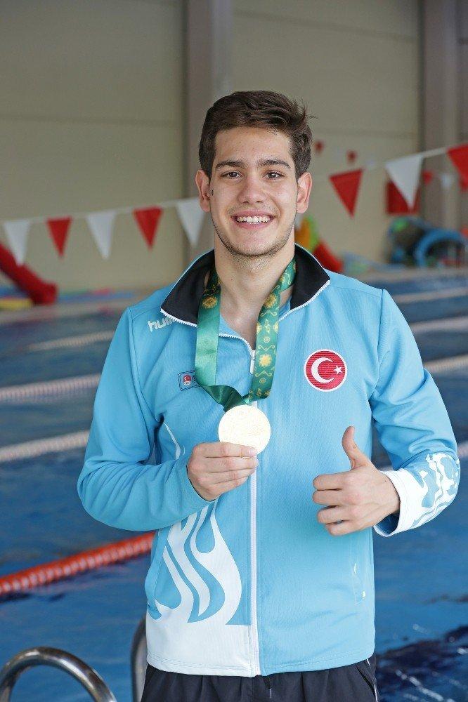 İzmir'e 3'ü altın 8 madalya ile döndüler