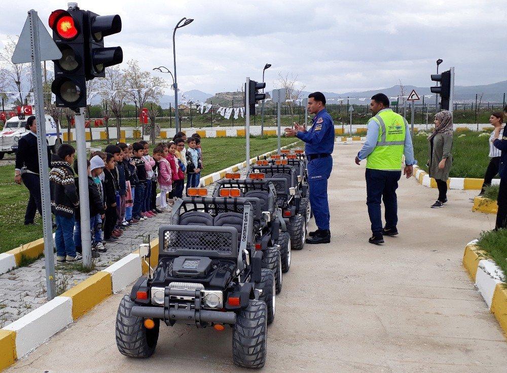 Van'da miniklere trafik eğitimi