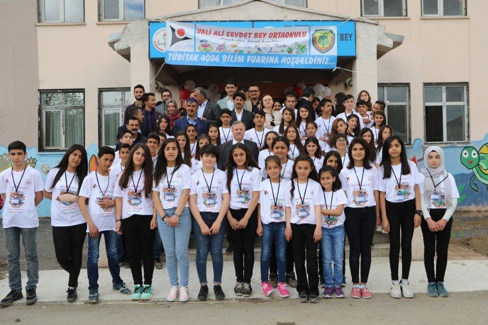 Van'da 'TÜBİTAK 4006 Bilim Fuarı' sergisi açıldı