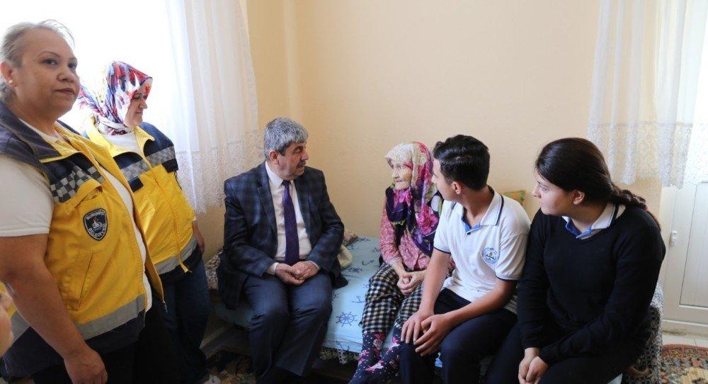 Burhaniye'de sağlık öğrencileri evde bakım hizmetlerine eşlik etti