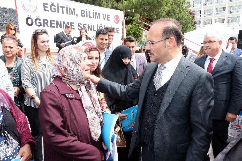 Yozgat'ta okuma yazma öğrenen en yaşlı 14 kursiyer ödüllendirildi