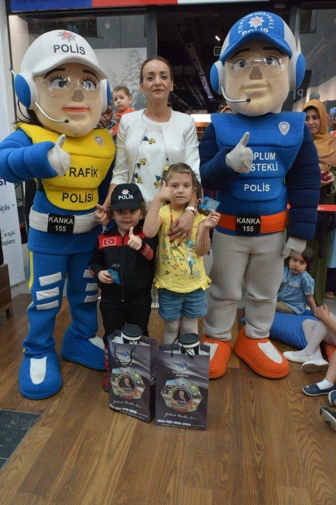 Ailelerinin trafik polisi oldular