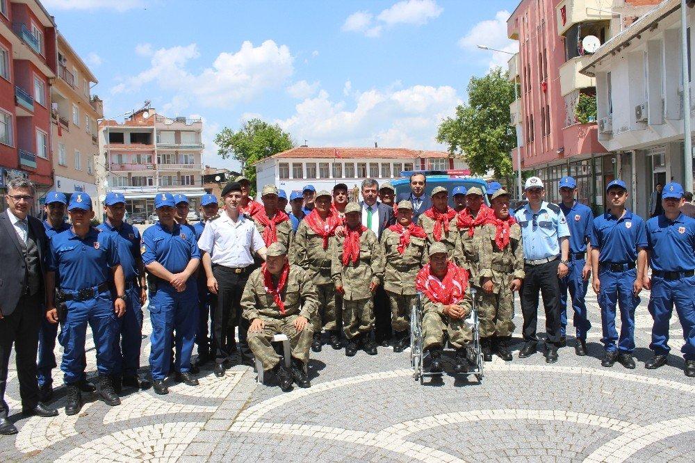 Engelli askerlere kına yakıldı