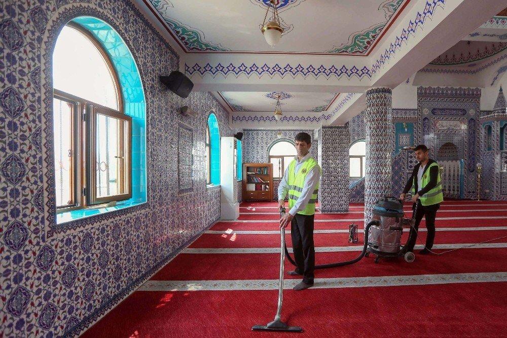 Yenimahalle'de camiler Ramazan'a hazır