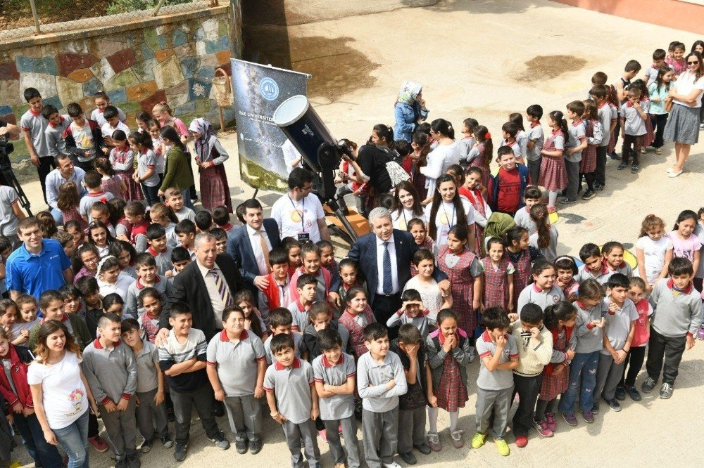 Ege Üniversitesinden 'Teleskobu Köye Getirdik' projesi