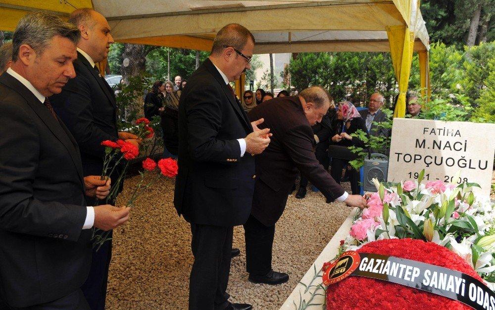 GSO'nun Kurucu Meclis Başkanı Naci Topçuoğlu mezarı başında dualarla anıldı