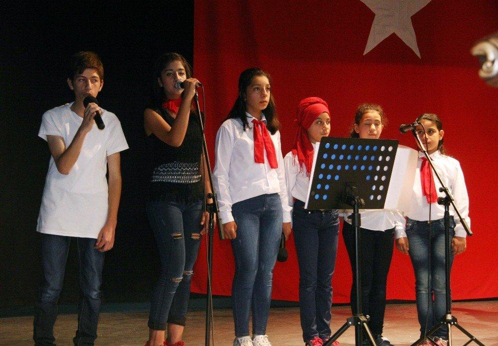 Suriyeli ve Türk öğrencilerden muhteşem yıl sonu gösterisi