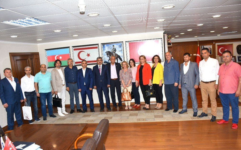 MHP İlçe Teşkilatı Başkan Alıcık'ı ziyaret etti