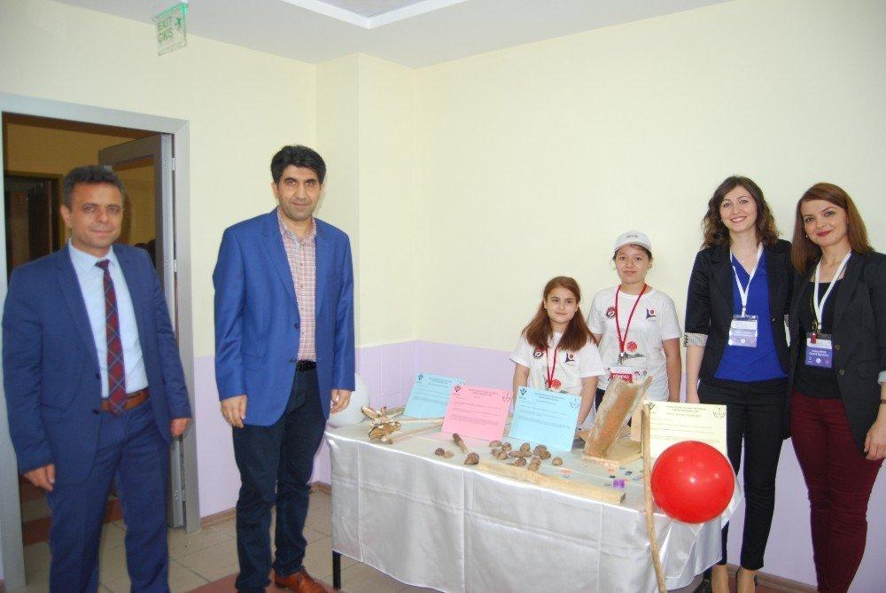Malkara Nurten Hüsnü Pullukçu Ortaokulunda 'Bilim Fuarı' açıldı
