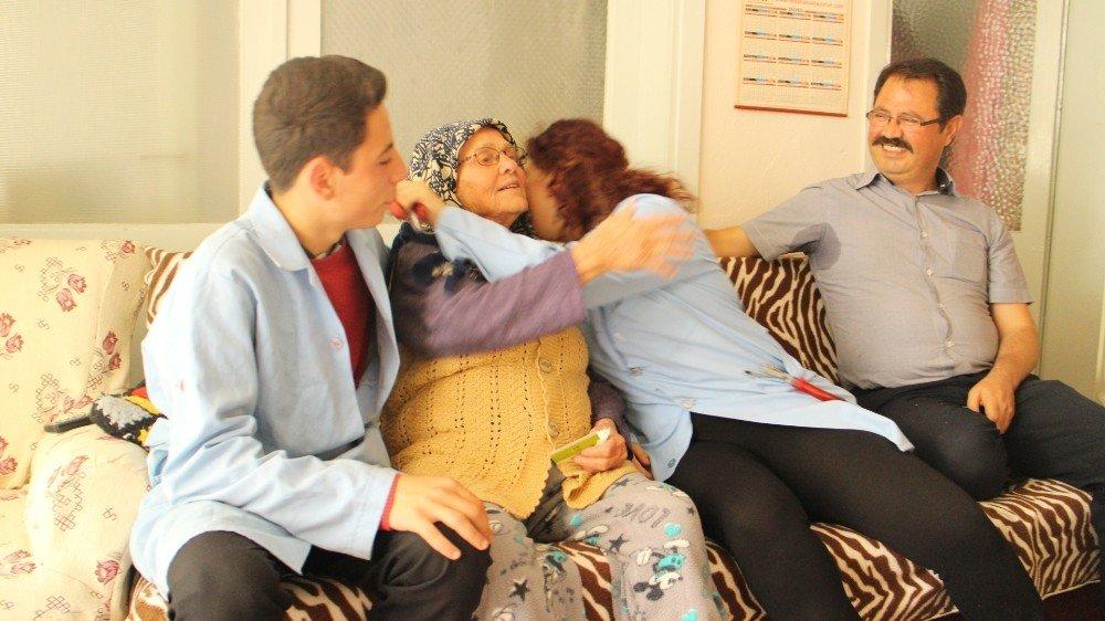 Kuşadası'nda ögrencilerden Anneler günü hediyesi