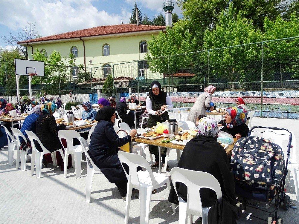 Müdür Taşdemir: En değerli varlıklar annelerdir