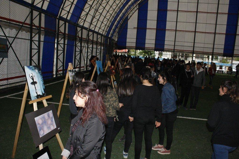 Beytüşşebap'ta lise öğrencilerinden anlamlı resim sergisi