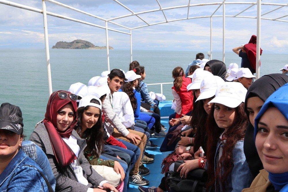 """Özalp ilçesinde """"Sosyal Hayatta Ben De Varım"""" proje gezisi"""