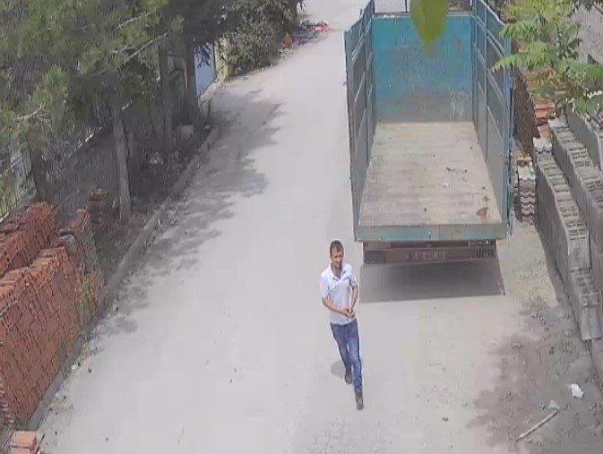 Çaldığı bisikletle kamyonun aküsünü götürdü
