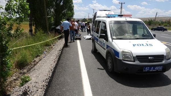 Konya'da kamyonet motosiklete ve ağaca çarptı